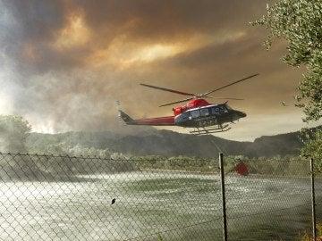Más de 25 medios aéreos trabajan para que el fuego de Artana no llegue a un próximo paraje natural