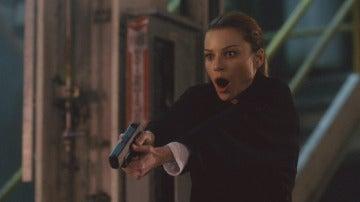 La detective Decker dispara a Lucifer