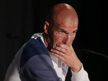 Zidane, serio en rueda de prensa