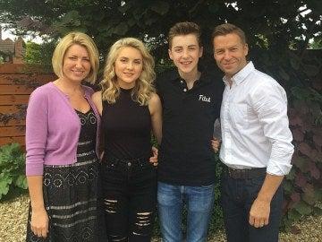 Andrea Henson posa con su familia.