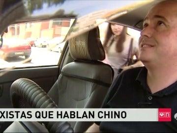 Los taxistas madrileños aprenden chino y costumbres orientales para mejorar el trato al turista