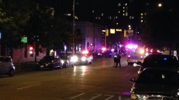 La Policía peina la zona de Austin (Texas) donde se ha producido el tiroteo.