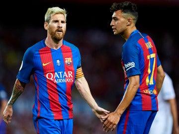 Munir, junto a Leo Messi en el Barça