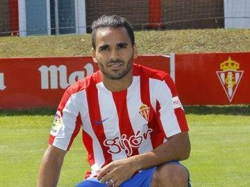 Douglas en su presentación con el Sporting.