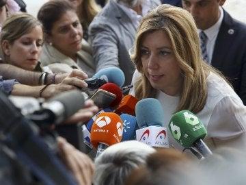 Susana Díaz habla con los medios