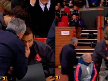 Mourinho estalla contra sus ayudantes en pleno partido por culpa de Pogba