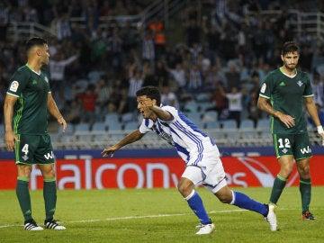 Carlos Vela celebra su gol ante el Betis