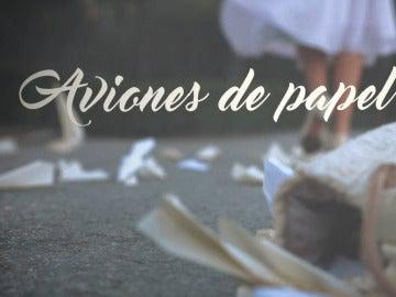 Nuestros protagonistas se envían mensajes secretos en Aviones de papel
