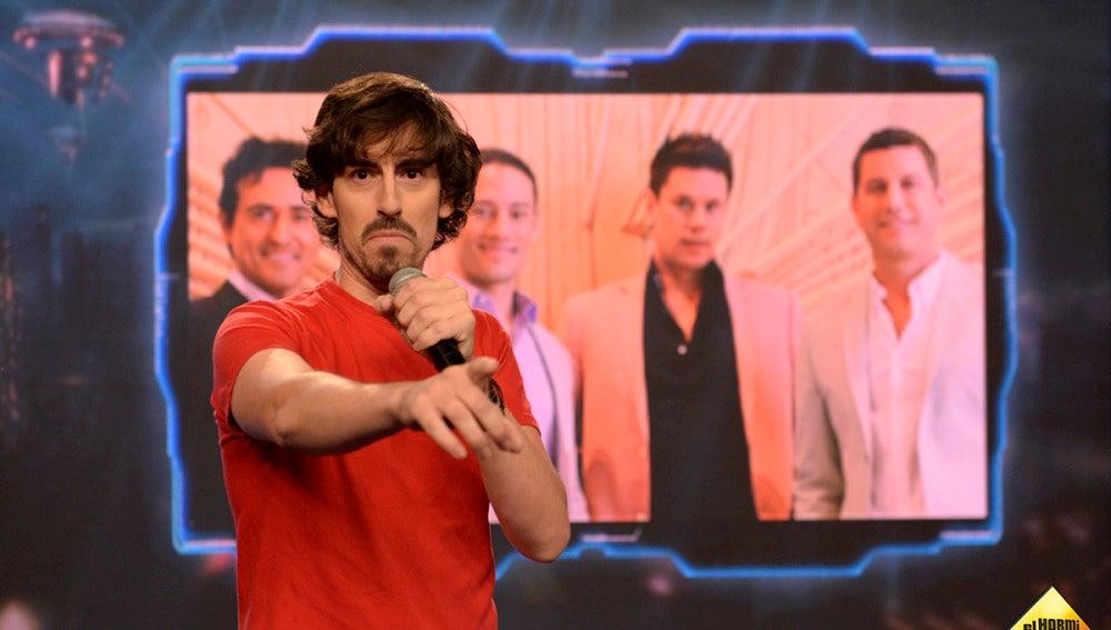 Conoce a Nacho Lozano, el cantautor capaz de cantar 'Mi gran noche' con 14 voces diferentes