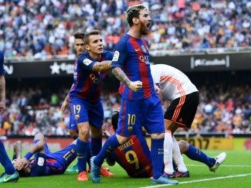 El Comité de Competición multa al Valencia con 1.500 euros y apercibimiento de cierre por el botellazo en Mestalla
