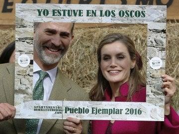 La comarca de Los Oscos recibe de manos de los reyes el Premio a 'pueblo ejemplar'