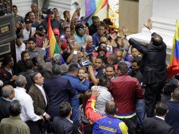 La Asamblea Nacional de Venezuela se declara en rebeldía e impulsará un juicio político contra Maduro