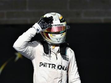 Hamilton celebra una victoria