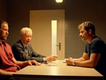 Héctor interroga a Vlad en busca de nuevas pruebas que le incriminen