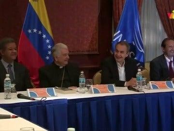 El Gobierno y la oposición de Venezuela dialogan pese a suspensión de revocatorio