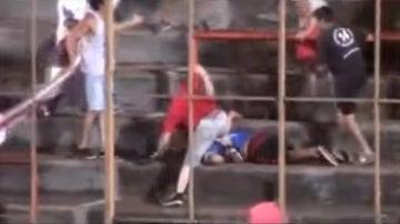 Brutal pelea entre barrasbravas en Argentina