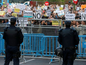 Manifestantes frente al Congreso