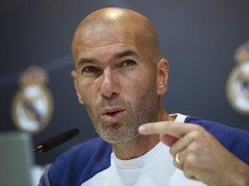 """Zidane: """"A mí también me pitaron, aunque no entiendo los pitos del Bernabéu a Cristiano"""""""