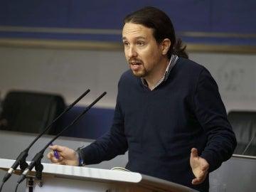 """Iglesias cree que la """"triple"""" alianza entre PP, PSOE y C's irá """"mucho más allá de la investidura"""""""
