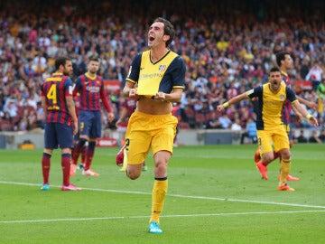 Godín regala a los atléticos la camiseta de su cabezazo en el Camp Nou