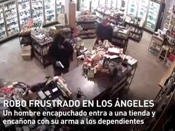 Frame 8.502077 de: La sangre fría de dos dependientes impide un robo a mano armada