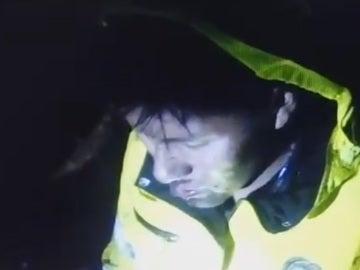 Erwin Tumiri, en el momento de ser rescatado