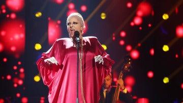 Yolanda Ramos, una Peggy Lee que no termina la canción por un ataque de risa