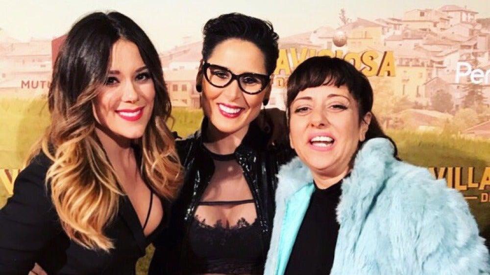 Lorena Gómez y Rosa López apoyan a su compañera Yolanda Ramos en la premiere de su nueva película 'Villaviciosa de al lado'