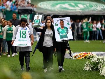 Chapecó despide a los futbolista del Chapecoense fallecidos en el accidente aéreo