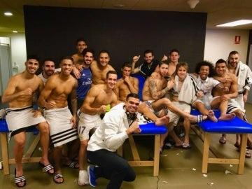 Foto de equipo del Real Madrid tras empatar en el Camp Nou