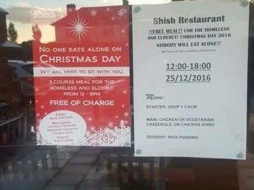 Cartel que invita a comer a los que estén solos el día de Navidad en Reino Unido