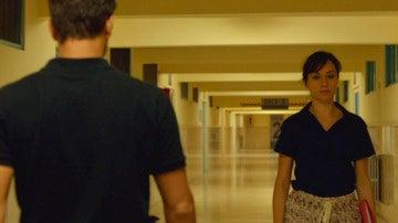 Héctor sospecha que Cristina sabe más de lo que parece