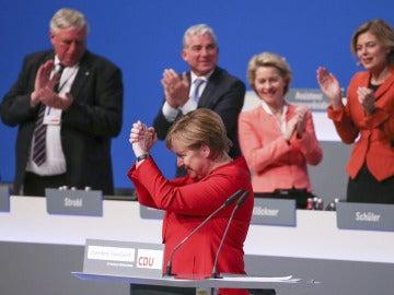 Merkel, reelegida como líder de los conservadores alemanes