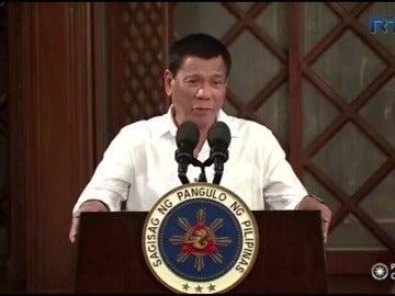 Frame 0.654309 de: El presidente de Filipinas reconoce que mató a drogadictos, lo que puede inhabilitarle