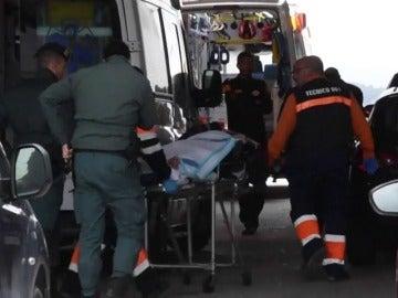 Frame 2.200879 de: Llegan a Ceuta cinco personas en embarcación, dos de ellas heridas de bala