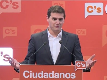 Frame 7.328116 de: Rivera reconoce que no tiene escaños para monopolizar las negociaciones con el gobierno