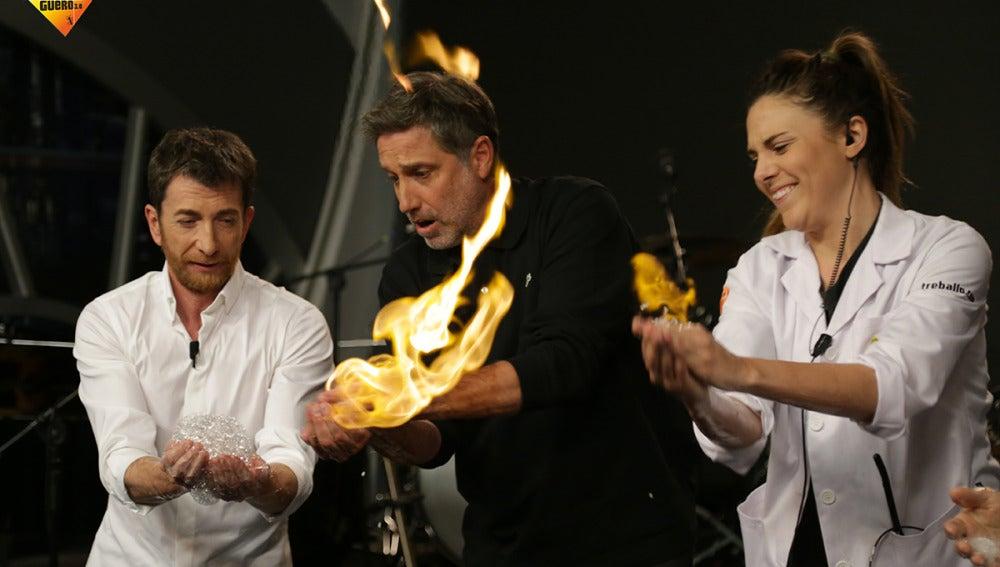 Marron nos enseña cómo crear una bola de fuego y tocarla sin quemarnos