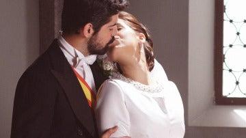 El beso del 'sí, quiero' entre Alonso y Marta