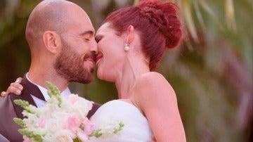 Los tímidos primeros besos de casados de Marie y Jonathan