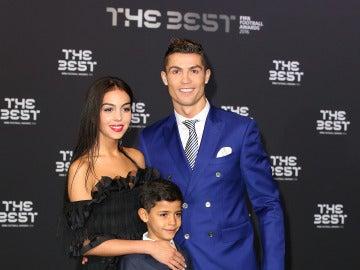 Cristiano Ronaldo y Georgina Rodríguez junto al hijo de CR7