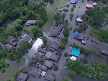 Frame 0.835631 de: Asciende a 25 el número de muertos por las inundaciones en Tailandia