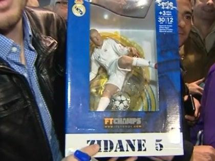 Zinedine Zidane, el más aclamado en la llegada del Real Madrid a Sevilla