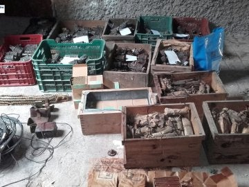 Armamento descubierto por los Mossos d'Esquadra en una parroquia de Sallent