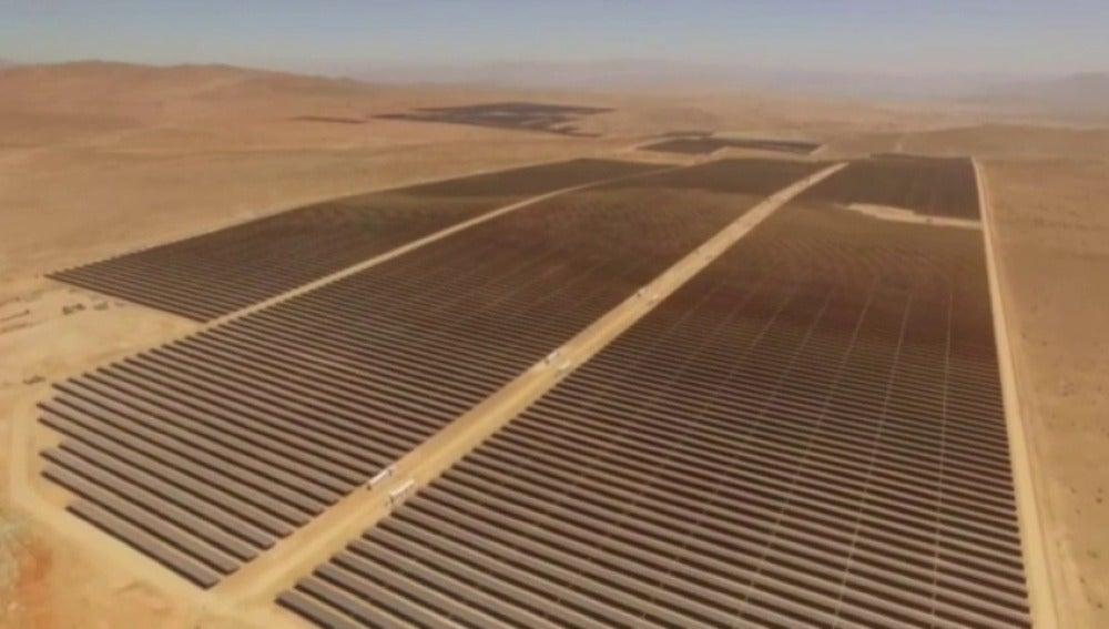 Frame 9.933333 de: Google en Chile será 100% solar en 2017al apostar por la planta fotovoltáica más grande de Latinoamérica