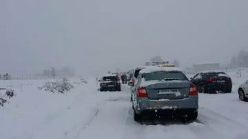 La nieve provoca el caos en las carreteras y líneas ferroviarias del este peninsular