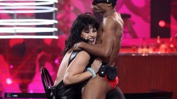 Rosa López sube la temperatura con un sensual striptease privado