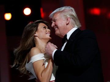 Melania Trum crea el vestido que lució en el baile presidencial junto a su marido Donald Trump