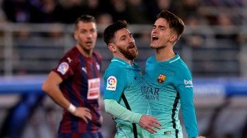 Denis Suárez celebra junto a Messi su gol contra el Eibar