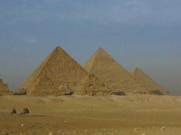 Frame 1.614252 de: Egipto lucha por resucitar la industria del turismo
