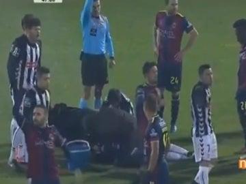 Hamzaoui, en el suelo tras el golpe sufrido en la Liga portuguesa